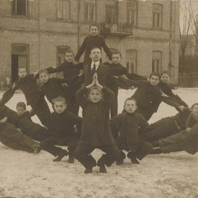 RG 120 610-ish gymnastics in snow c wwi recto.jpg